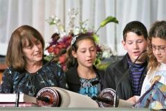 Ohav Kids Reading Torah 1