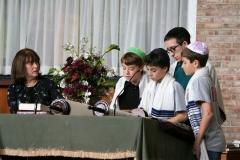 Ohav Kids Reading Torah
